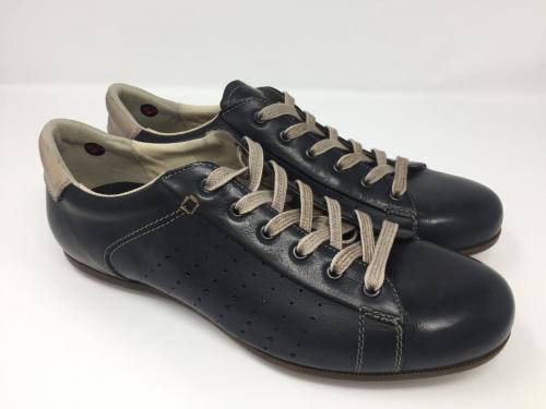 Sneaker schwarz, 135.- jetzt 108.-