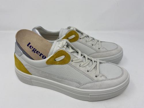 Sneaker weiß Gr 37 -  42, 110.-