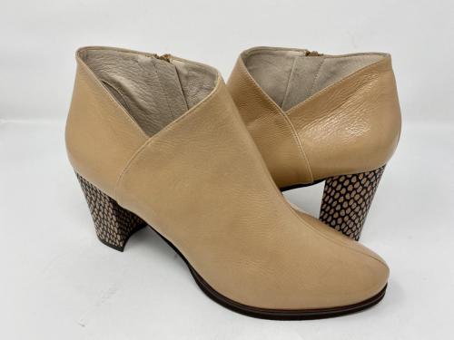Ancel Boots Lackleder Sand Gr. 38, 129.90 jetzt 64.95