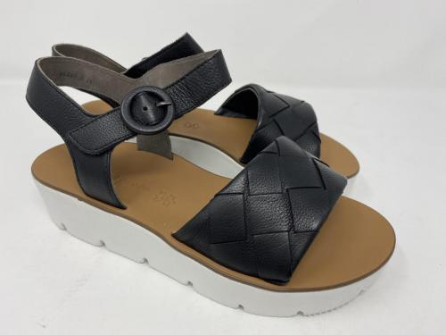 Plateau Sandalette schwarz Gr. 36,5 - 41, 129.90Größe 38 ausverkauft