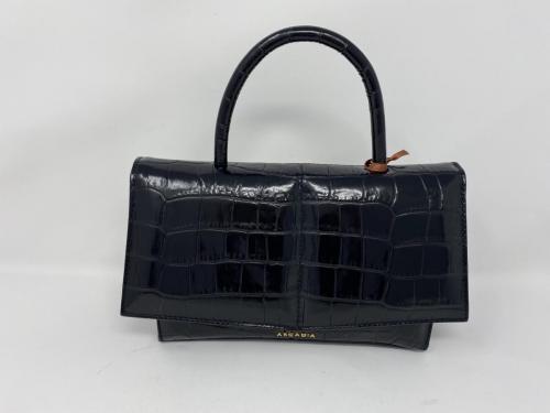 Hübsche Lederhandtasche in Krokoprägung schwarz 145.- jetzt 72.50