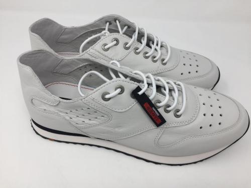 Sneaker weiß Gr. 42 und 44,5, 119.90