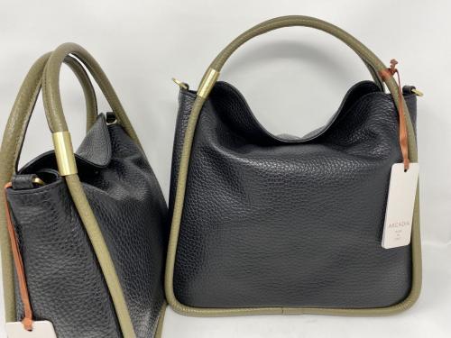 Kleinere und größere Lederumhängetasche schwarz mit oliv 99.50 und 109.50